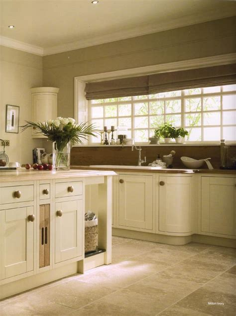 Kitchen Cabinet Shaker Style Classic Ivory Shaker Style Kitchen With Curved Cabinets Kitchens Pinterest Shaker Style