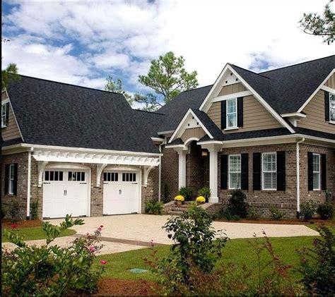 can you brick a house with siding 25 best ideas about vinyl siding colors on pinterest
