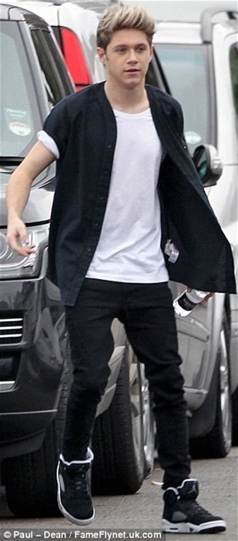 cheap haircuts doncaster louis tomlinson wears stone roses t shirt on one direction