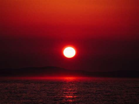 Fondo de Pantalla de Sol, Rojo, Horizonte, Mar, Montañas