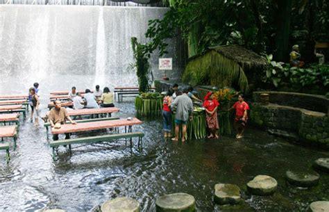 villa escudero waterfalls restaurant villa escudero s waterfall restaurant lets you dine at the