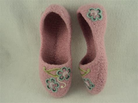 knitted house slippers pattern ladies house slippers felted knit pattern