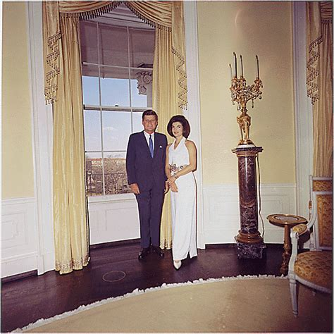 jackie kennedy white house restoration 26 flawless photos of john f kennedy white houses