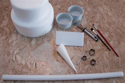 como decorar um bolo pasta americana aprenda a fazer e a usar pasta americana para decorar