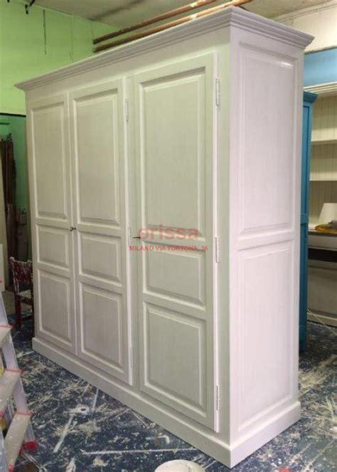 armadio bianco stile provenzale armadio 3 ante provenzale bianco decapato ms230 orissa