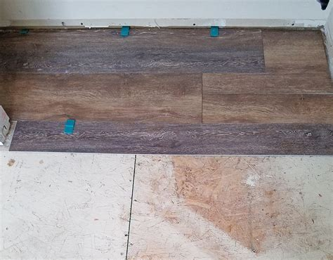 Which Flooring Is Easier To Install Plank Vinyl Or Tile - best 25 installing vinyl plank flooring ideas on