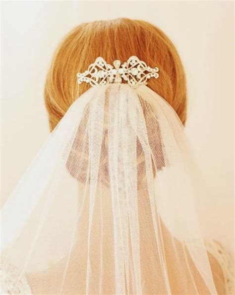 Wedding Hairstyles With Veil And Comb by 4 Showstopping Bridal Hair Accessories Trends The