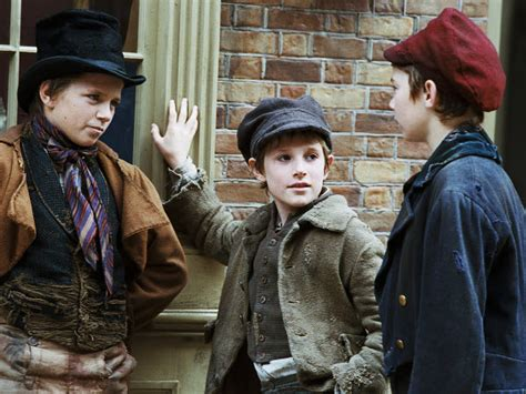 film oliver twist read movie and film review for oliver twist 2005 roman