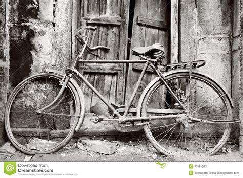 imagenes de bicicletas a blanco y negro bicicleta vieja blanco y negro foto de archivo imagen
