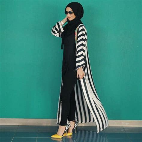 Atasan Cropped Stripe fashion on instagram sohamt sohamt sohamt hijabfashion