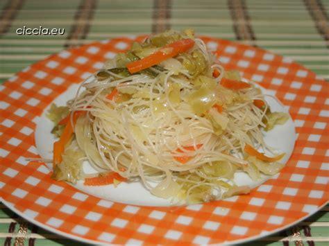 cucinare spaghetti di riso spaghetti di riso alle verdure ricette di cucina vegetariane