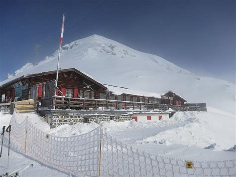 berghütte im winter strelapass images photos and pictures