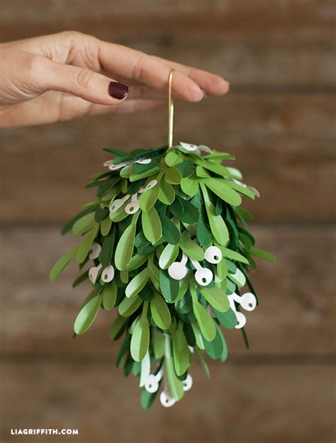 How To Make Mistletoe Out Of Paper - diy paper mistletoe lia griffith