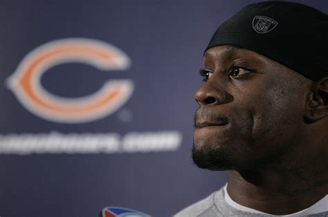 actor thomas jones all the world s a stage for budding actor and former bear