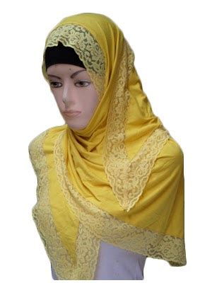 Kerudung Polos Najwa Renda kerudung segitiga kaos rayon renda toko jilbab grosir jilbab murah