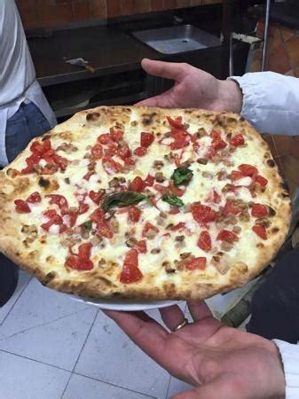 pizzeria via pavia ristorante pizzeria pavia in napoli con cucina pizza e