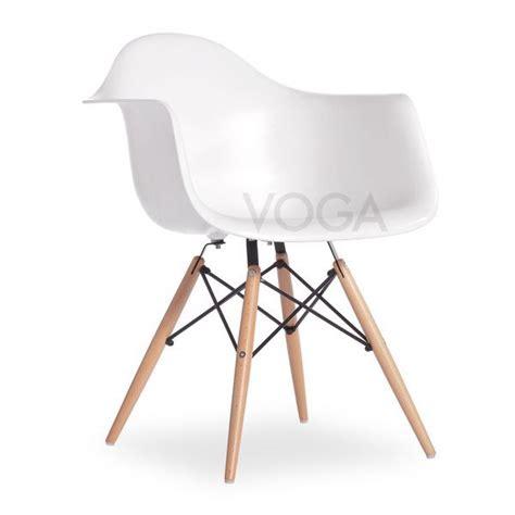 chaise pour bébé cette chaise moul 233 e en fibre de verre et plastique fait