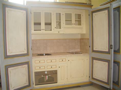 cucine chiuse mini cucine a scomparsa in stile provenzale le info sull