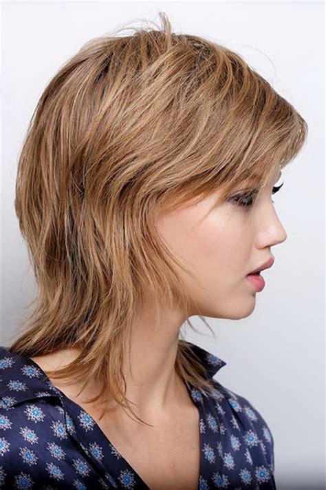 durchgestufter haarschnitt