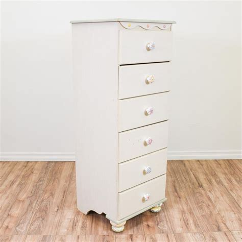 Narrow Dressers For Small Spaces by 1000 Ideas About Narrow Chest Of Drawers On