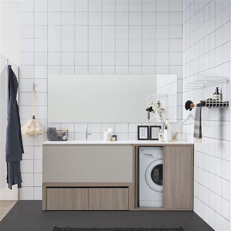 bagni di acqua e sale acqua e sapone e mobile bagno con piano e lavabo