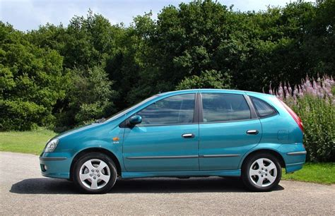 nissan almera 2001 review nissan almera tino estate review 2000 2005 parkers