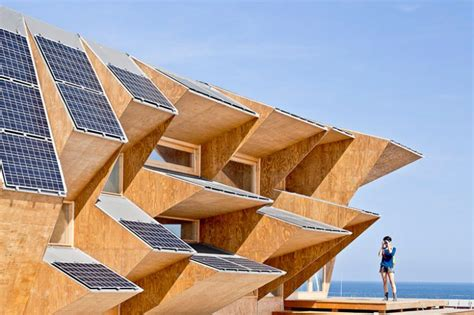 tetti a padiglione endesa solar pavilion il padiglione solare in legno