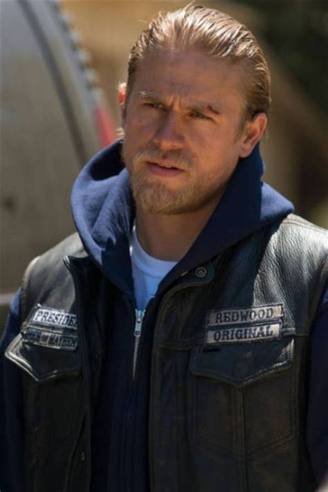 jaxs hair sons of anarchy charlie hunnam talks deadfall pacific rim and sons of