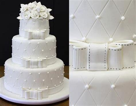 Biscuit Cake bolo de casamento com 3 andares peguei o bouquet