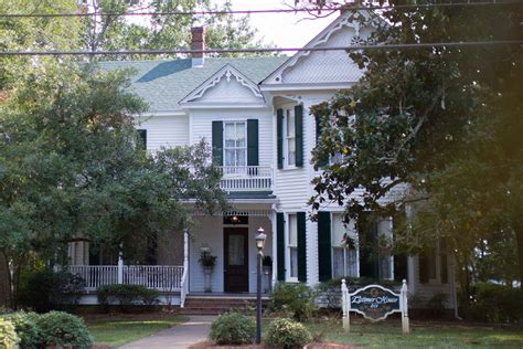 how many homes do the clintons own the latimer house event services mississippi college