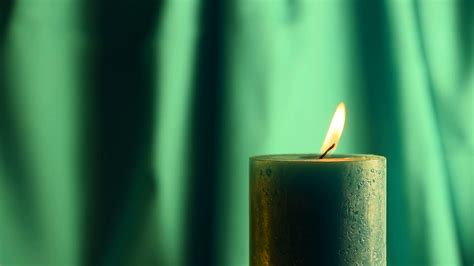 candela verde teal candle trembling up out of the green