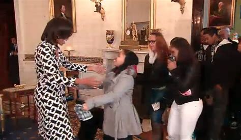 obama white house tour michelle obama surprises white house tour visitors in dvf