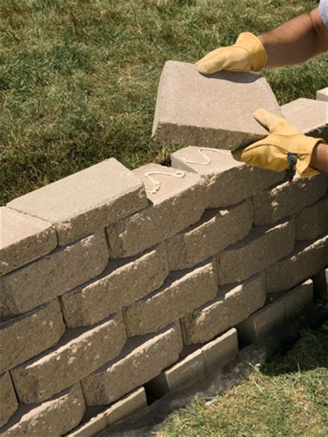 15 Diy Retaining Walls To Add Value To Your Landscape How To Build A Brick Retaining Wall Garden