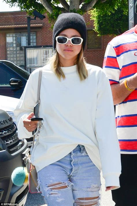Richie Cool Sweter sofia richie dons white sweater and cool shoes by adidas daily mail