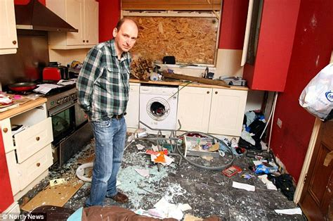Apartment Clean Out Rental Property Tenant From Hell Trashed Home Leaving Landlord With 163