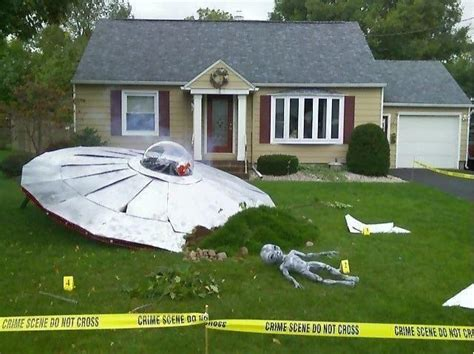 yard and house outside decorations ufo crash site halloween yard decoration pictures photos