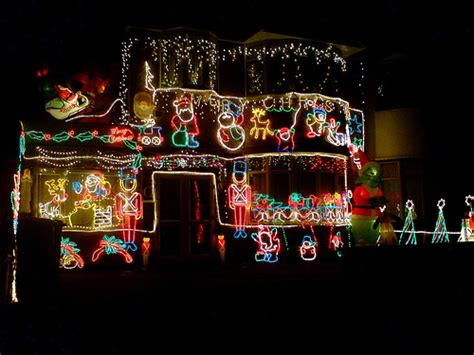 worst christmas light displays friday five worst decorations propertyquotedirect