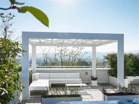 Supérieur Salon De Jardin Aluminium Blanc #4: pergola-independante-en-aluminium-avec-eclairage-integre-tress-frigerio-tende-da-sole-design-1.jpg