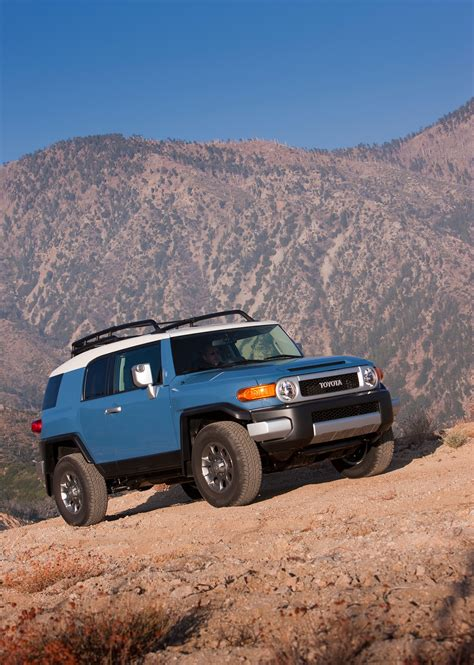 2014 toyota fj cruiser review 2014 toyota fj cruiser reviews and rating motor trend