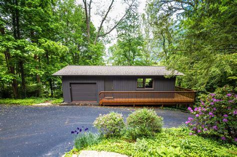Frank Lloyd Wright Garage by Frank Lloyd Wright Inspired House Modern Garage And