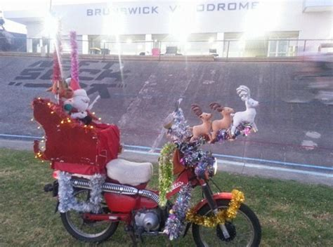 australia post forced postie to remove xmas decorations