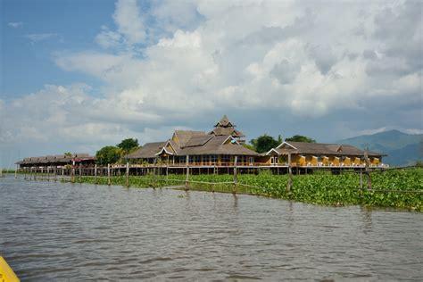 lago möbel tour in myanmar durante il festival sul lago inle foto