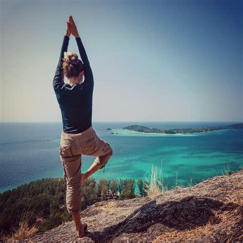 yoga retreat sailing   stay  shape   boat