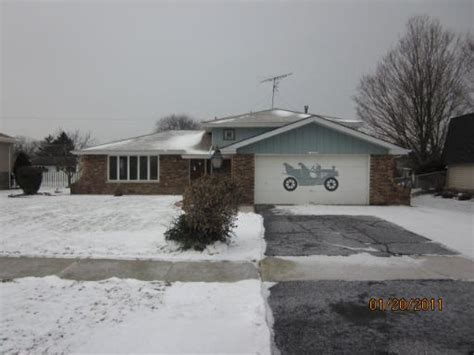 house for sale in palos hills il 10320 s 82nd ct palos hills illinois 60465 foreclosed home information foreclosure