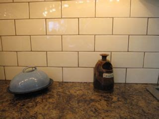 Cream Kitchen Cabinets With Chocolate Glaze my sister s fresh new backsplash before amp after maria