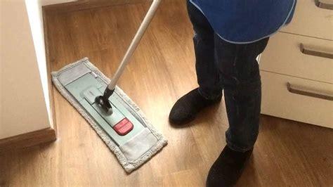 Holzboden Von Hand Polieren by Holzb 246 Den Pflege Reinigung Merbeck Geb 228 Udereinigung Gmbh