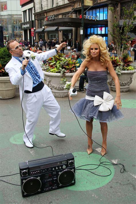 jenny mccarthy prom jenny mccarthykick siriusxms prom radio channel 12