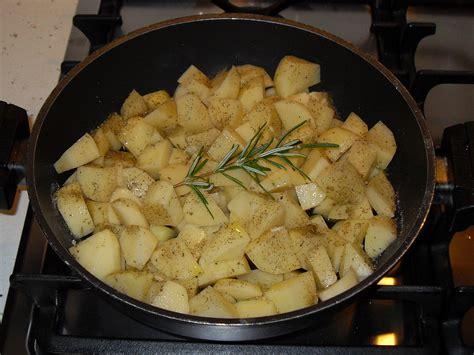come cucinare bistecche di pollo bistecca di pollo con patate e funghi chiodini due