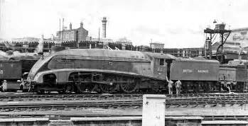 Description the world s fastest steam locomotive mallard with a