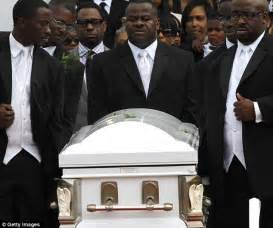 Ushers Dies In Atlanta by Usher S Stepson Kile Laid To Rest Three Weeks After Tragic